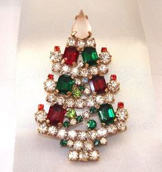 "Strassbrosche Weihnachtsbäumchen, Gablonz/Böhmen,   Czech Rhinestone X-Mas Tree Pin  *** LIMITED EDITION ***, 6cm x 3.5cm, Strass Steine: Crystal (Kristallklar), Multicolor, ""frosted"" (Baumspitze)."