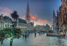 The cloud that liked the Grand Place by Juan Carlos Ruiz on 500px