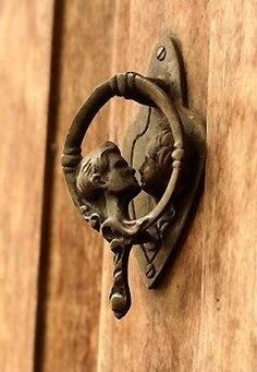 Kissing door knob