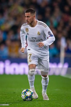 Eden Hazard of Real Madrid controls the ball during the UEFA Champions League group A match between Real Madrid and Paris Saint-Germain at Bernabeu on November 2019 in Madrid, Spain. Get premium, high resolution news photos at Getty Images Ramos Real Madrid, Real Madrid Logo, Real Madrid Club, Real Madrid Players, Real Madrid Football, Best Football Players, Soccer Players, Cristiano Ronaldo Real Madrid, Ronaldo Soccer