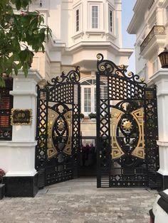 House Main Gates Design, Fence Gate Design, Steel Gate Design, Front Gate Design, House Front Design, Latest Gate Design, Metal Driveway Gates, Gate Designs Modern, House Architecture Styles