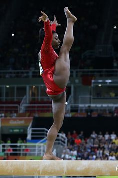 Simone BIles of USA competes in the Women's Balance Beam final on day 10 of the… Gymnastics Moves, Gymnastics Flexibility, Gymnastics Posters, Amazing Gymnastics, Gymnastics Photography, Gymnastics Pictures, Sport Gymnastics, Artistic Gymnastics, Olympic Gymnastics