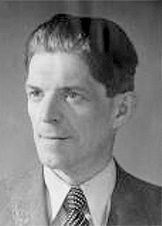15 Aug 41: German spy Josef Jakobs, captured earlier in Britain on 01 Feb 41 upon parachuting into England, is executed by firing squad at the Tower of London in England. He becomes the last person to be executed there. #WWII