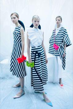 Guarda la sfilata di moda Delpozo a New York e scopri la collezione di abiti e accessori per la stagione Pre-collezioni Primavera Estate 2018.