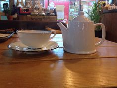 CoffeeHaru's Darjeeling   올만에 다즐링홍차... 근데 스트레이트 중에 다즐링은 별로 선호되지 않는다... 맛을 잘 모르겠는... 가벼우면서도 묵직하고 씁쓸한 맛이 느껴지는 기묘한 홍차? ㅎㅎㅎ