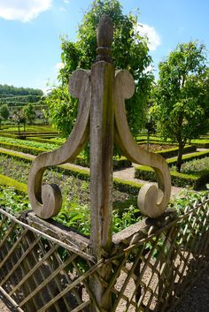 Architectural details in the garden - detail of Villandry potager - Traditional Style - Gracious Gardens