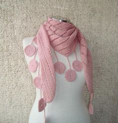 Jennifer Lopez Powder Pink Baktüs by Starknitting Crochet Blouse, Crochet Scarves, Crochet Shawl, Knit Crochet, Crochet Stitches, Diy Scarf, Cowl Scarf, Knitting Patterns, Shawl