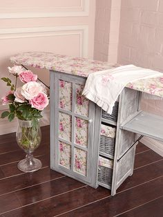 : 75 of the Best Shabby Chic Home Decoration Ideas Keep Calm and DIY!: 75 of the Best Shabby Chic Home Decoration Ideas Casas Shabby Chic, Shabby Chic Vintage, Shabby Chic Style, Shabby Chic Homes, Shabby Chic Decor, Cocina Shabby Chic, Shabby Chic Kitchen, My Sewing Room, Sewing Rooms
