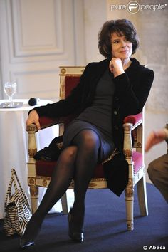 Fanny Ardant Hottest Female Celebrities, Beautiful Celebrities, Celebs, Divas, Nrj Music, Hairstyles Over 50, Mature Fashion, Star Wars, Catherine Deneuve