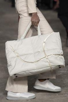 A-cold-wall Spring 2020 Men's Fashion Show Details Fashion Handbags, Fashion Bags, Men Fashion Show, Mens Fashion, A Cold Wall, Men's Backpacks, Valentino, Messenger Bag Men, Nylon Bag