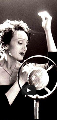 Édith Piaf chante L'hymne à l'amour.  http://rienquedugratuit.ca/videos/edith-piaf-chante-lhymne-a-lamour/