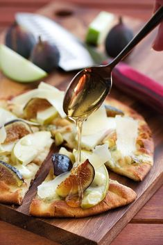 Warm Fig, Apple and Gorgonzola Flatbread ~ http://steamykitchen.com