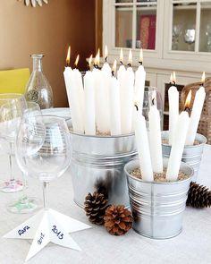 mesa para a passagem de ano (centro de mesa e marcador de copo)