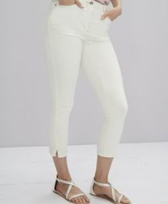 Jeans For Tall Women With Super Model Legs - Pretty Long Jeans For Tall Women, All Jeans, Love Jeans, Women's Jeans, Model Legs, Super Model, Capri Pants, Denim, Clothes For Women