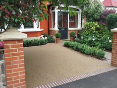 Resin Bound Driveways – Turnabout The design of the front garden was abando… - Modern Front Garden Ideas Driveway, Driveway Design, Driveway Landscaping, Modern Landscaping, Landscaping Ideas, Modern Driveway, Gravel Driveway, Florida Landscaping, Small Front Gardens