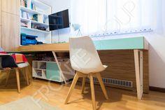 Amenajarea camerei unui adolescent este o adevărată provocare, pentru ca trebuie să faci în așa fel ca aici să încapă un univers întreg care cuprinde de la jocuri, cărți, biroul pentru teme și calculator, spații de depozitare pentru haine, role,… Superstar, Corner Desk, Kids Room, Loft, Bed, Furniture, Home Decor, Universe, Corner Table