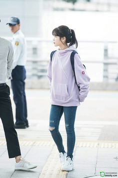 IU 171007 Incheon Airport to Taiwan for G-DRAGON's Concert