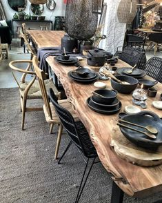 Modern Dining Table, Dining Area, Kitchen Dining, Dining Room Design, Home Decor Furniture, Home Interior Design, Home Remodeling, Sweet Home, House Design