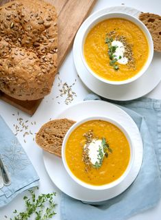 This roasted carrot and fennel soup is bursting with flavor, it is a soup I make over and over again and never get tired of. Roasting the vegetables brings out a subtle sweetness from the carrots and fennel, Carrot And Fennel Soup, Roasted Carrot Soup, Roasted Fennel, Roasted Carrots, Fennel Recipes, Raw Food Recipes, Soup Recipes, Cooking Recipes, Bon Appetit