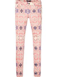 Patterned skinny jeans, comfortable material, run true to size Moroccan Print Pants by Maison Scotch. Moroccan Print, Ethnic Print, Scottish Women, Ikat Print, Skinny Fit, Skinny Jeans, Printed Pants, Fashion Labels, Dame