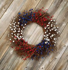 This beautiful 4th July wreath is by Wisconsin Homemaker and will look amazing hanging on your door. Plus it uses some really simple materials that you'll be able to find in Michaels or on Amazon. 4th July Crafts, Fourth Of July Crafts For Kids, Fourth Of July Decor, 4th Of July Nails, 4th Of July Decorations, 4th Of July Wreaths, 4th Of July Cake, 4th Of July Party, July 4th