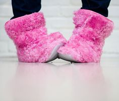 pink fuzzy slippers for hospital? Fuzzy Boots, Pink Boots, Ugg Boots, Pink Love, Pretty In Pink, Hot Pink, Pink Slippers, Fuzzy Slippers, Bedroom Slippers