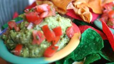 Guacamole is one of the most popular avocado recipes. It's one of the most beloved Mexican recipes in California and around the globe. Chef Jason Hill of Che. Mexican Guacamole Recipe, Avocado Egg Recipes, Avocado Dishes, Guacamole Dip, Dip Recipes, Raw Food Recipes, Mexican Food Recipes, Ethnic Recipes, Taco Bar