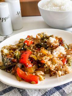 Easy Teriyaki Chicken and Rice Casserole - Pound Dropper Entree Recipes, Healthy Recipes, Ww Recipes, Teriyaki Chicken And Rice, Chicken Rice, Teriyaki Glaze, Fried Vegetables, Rice Casserole, Boneless Chicken