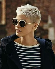 Pixie super very short haircuts and hair for - hairstyles 2019 - Pixie super short haircuts and hair for - Very Short Pixie Cuts, Very Short Haircuts, Short Hairstyles For Women, Cool Hairstyles, Pixie Hairstyles, Haircut Short, Long Pixie, Hairstyles 2018, Hairstyle Ideas