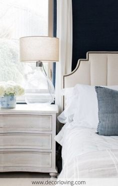 Bedside tables do not have a standard profile and are therefore available in dozens of models. While some have one or more drawers, others have no closed storage to accommodate the items you want to have on hand when you are in bed. #besidetable #bedroomdecor #homedecorationideas #tabledecoration #tabledecorationideas