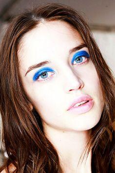 Синее синего:Индиго, лазурь и кобальт не сдают позиций в борьбе за звание самых модных оттенков летнего макияжа