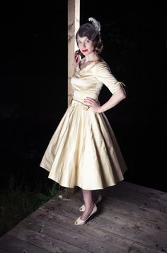 Fifties style wedding dress. Like it.