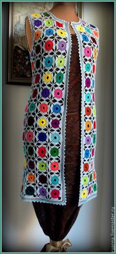 This Pin was discovered by Mer Granny Square Crochet Pattern, Crochet Motif, Crochet Shawl, Pull Crochet, Crochet Cord, Crochet Jacket, Crochet Blouse, Knitting Patterns, Crochet Patterns