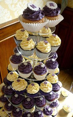 Purple themed wedding cupcake - Note to Karen: THIS MAY BE THE ONE!
