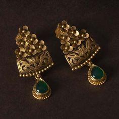 Jadtar Earring jewellery for Women by jewelegance. ✔ Certified Hallmark Premium Gold Jewellery At Best Price Antique Jewellery Designs, Fancy Jewellery, Antique Jewelry, Diamond Jewellery, Antique Earrings, Latest Earrings Design, Jewelry Design Earrings, Gold Earrings Designs, Ring Designs