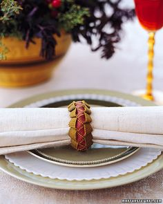 Braided Ribbon Napkin Rings — Here's another Martha Stewart tutorial, this time for braided ribbon napkin rings. Remember making lanyards back in elementary school? These grosgrain ribbons are braided the same way, with a simple slip not worked back and forth.  #ribbon #napkinrings #braided