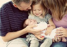 Google Image Result for http://rialeephotography.com/blog/wp-content/uploads/2011/09/family-newborn-photos.jpg