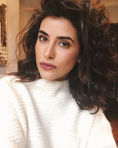 curly hair, natural curls, how to, living proof, curl wash, curly hair tutorial, how to, sazan curly hair, sazan hendrix, fashion, beauty, inspiration, style, what to wear, bold beauty, wavy hair, bold lip, restore, best hair products, affordable finds, what is fashion, outfit ideas, blogger, beauty, best bloggers, los angeles, jennifer aniston,
