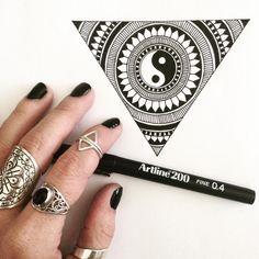 Mandala Art Design Ideas Ink 17 Ideas For 2019 Doodle Art Drawing, Cool Art Drawings, Mandala Drawing, Pencil Art Drawings, Art Drawings Sketches, Drawing Ideas, Triangle Drawing, Black Pen Sketches, Black Pen Drawing