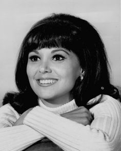 Marlo Thomas That girl That Girl Tv Show, Marlo Thomas, Daddys Little Girls, Vintage Hollywood, Beautiful Smile, Timeless Beauty, Classic Looks, Her Hair, Vintage Outfits