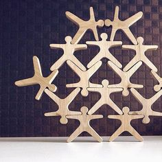 Stacking and balancing toy - Building toy set - Creative game - Desk game Acrobats. This game trains patience and fine motor skills. Figures designed to be stacked one on top of the other in a pyramid defying gravity. Each figure - ACROBAT is 3.15 x 3.15 x 0.6 (8 x 8 x 1,5cm). Made from