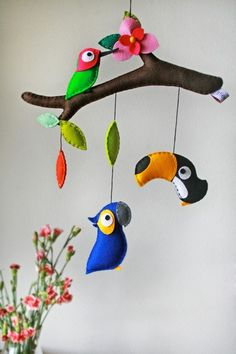 DIY felt parrots animal baby mobiles on Branches - kids crafts, homemade mobiles - Different styles Wall hanging mobile, do you love it? by Sarahy Kids Crafts, Baby Crafts, Felt Crafts, Bird Mobile, Hanging Mobile, Mobile Mobile, Baby Crib Mobile, Homemade Mobile, Felt Baby