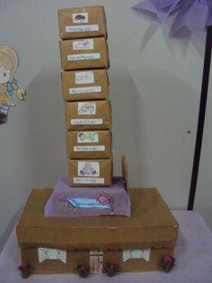 Projeto que desenvolvi com as mamães no CRAS onde trabalho. A Casa Sonolenta de Audrey Woody. Elas estão confeccionando uma para contar para seus filhos.