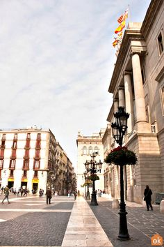 Barcelona is well-known for its astonishing modernist architecture and art. Discover all the great places for spotting art, the best art museums and architectural masterpieces. Barcelona Tourism, Art And Architecture, Great Places, Art Museum, Cool Art, Medieval, Roman, Trail, Street View