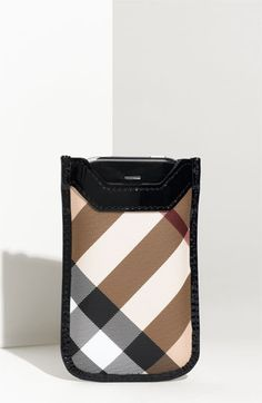 burberry case study Burberry-case write up andré costa - student 894, class tb, marketing in a dynamic world case study: aquascutum introduction marketing has evolved through a change in production and.