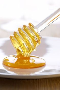 :Honey Colors ~ Yellow and White Honey Love, Best Honey, Milk And Honey, Honey Uses, Tupelo Honey, Golden Honey, Honey Colour, Save The Bees, Bees Knees