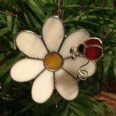 Switchables stained glass daisy with ladybug plant pal!  Www.switchables.net #StainedGlassGarden