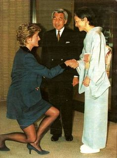 1995: HRH Diana, Princess of Wales curtseying to Emperor Akihito and Empress Michiko of Japan.