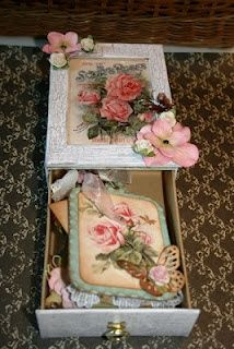Altered box with Shabby chic mini chipboard scrapbook album tucked inside / b.v maken van een sigaren kistje - cigar box Shabby Chic Crafts, Shabby Chic Interiors, Shabby Chic Pillows, Shabby Chic Furniture, Shabby Chic Decor, Chic Bedding, Matchbox Crafts, Matchbox Art, Altered Tins