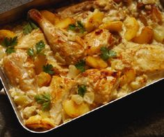 Smothered chicken recipe with creamed spinach Smothered Chicken, Spinach Stuffed Chicken, Baked Chicken, Apple Chicken, Creamed Chicken, Corn Chicken, Peach Chicken, Chicken Sauce, Healthy Recipes